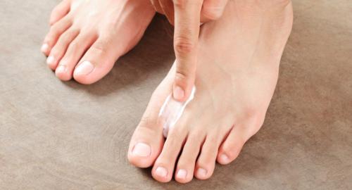Шелушится кожа между пальцами ног