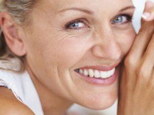 Уход за лицом после 50 лет: крема, маски, массаж, процедуры