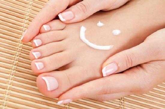 Грибок поражающий ногти большого пальца и мизинца ноги